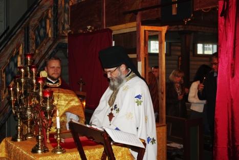 Русский и сербский православные священники в день праздника Воздвижения Креста Господня