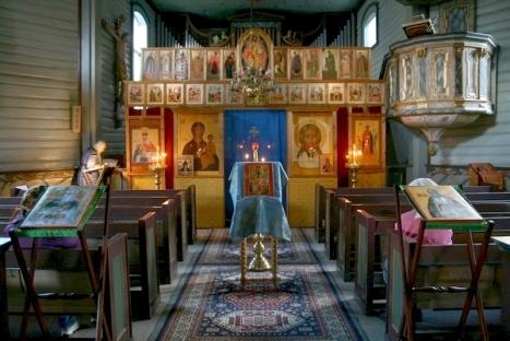 обновлённый к празднику силами прихожан иконостас