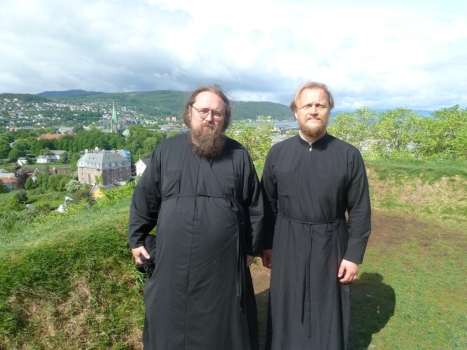 Протодиакон Андрей Кураев и иерей Александр Волохань