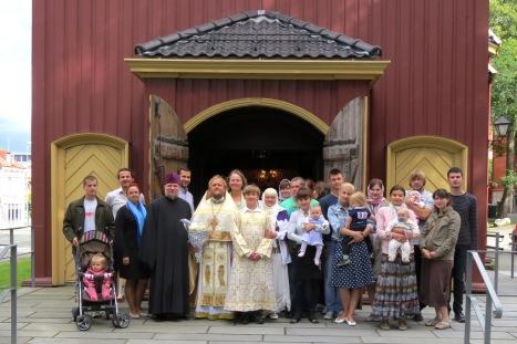Общая фотография у входа в храм