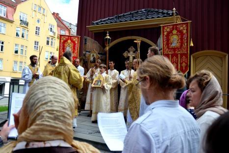 Молитва пред иконой святого Олафа в день его памяти в Тронхейме