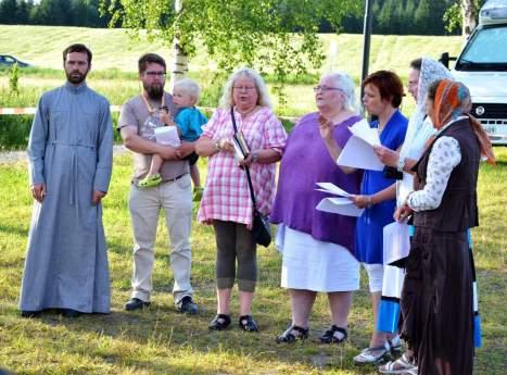Пение сводного приходского хора во время молебна