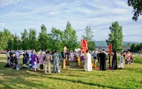 Молебен на участке в Стиклестаде для будущей православной часовни