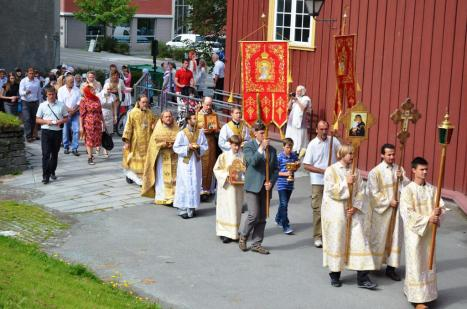 Крестный ход с мощами святой Анны Новгородской