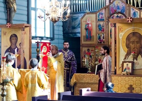 Благословение Евангелием на Божественной литургии
