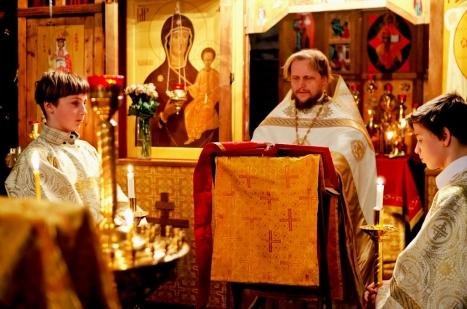 Чтение праздничного Евангелия в Рождественскую ночь