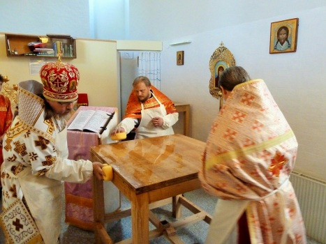 Освящение владыкой Марком престола в храме святого Николая