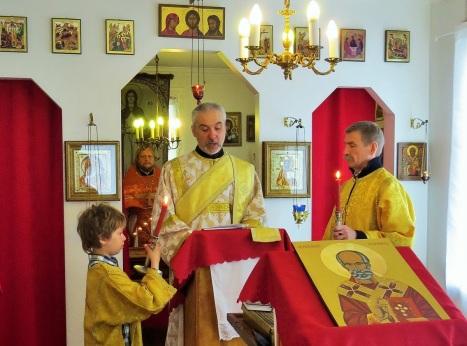 Чтение Евангелия на сербском, исландском и русском языке