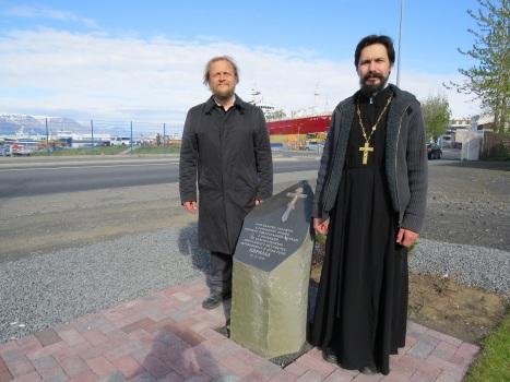 У закладного камня, освященного архиепископом Егорьевским Марком, в основание будущего храма святителя Николая в Рейкьявике