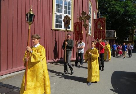 Крестный ход с иконой святого Олава