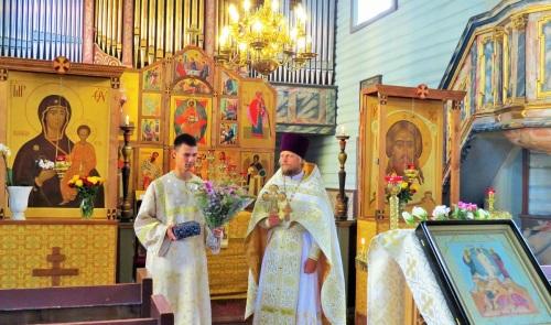 Денис Афонин от лица прихожан поздравляет о.Александра с днем рождения