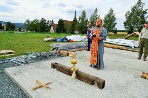 Молебен на фундаменте перед началом работ