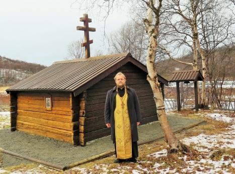 У часовни преподобного Трифона Печенгского в Нейдене