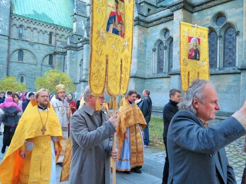 Крестный ход с иконой святого Олава вокруг Нидаросдомена