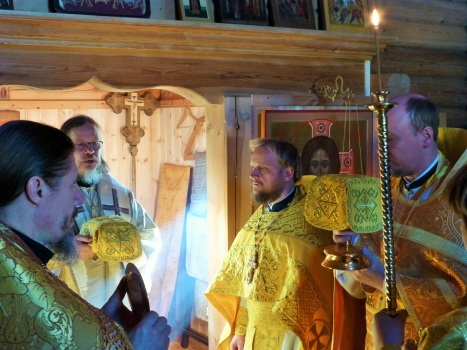 Архиерей и духовенство на Великом входе литургии