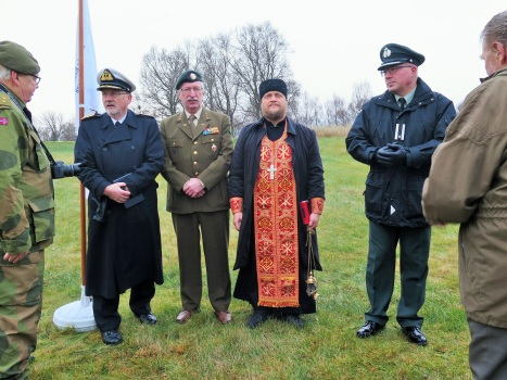 Православный священник и представители Союза офицеров на Тьотте