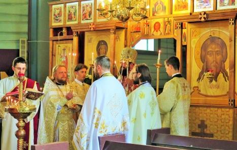 Чтение Евангелия на румынском языке