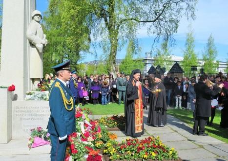 Заупокойная лития у памятника советским солдатам в Осло