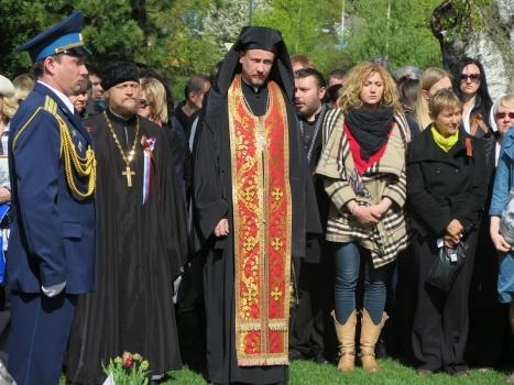 Минута молчания у братской могилы в День Победы