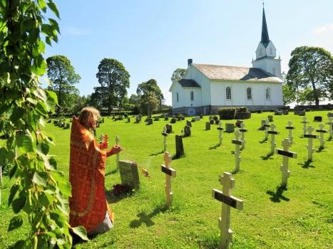 Заупокойное богослужение на острове Хельгойя