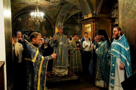 Божественная литургия в храме Живоначальной Троицы в Хорошево