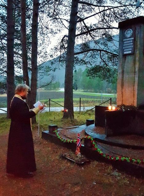 Заупокойная лития у братской могилы