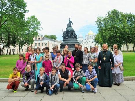 Великий Новгород - памятник 1000-летия России и Софийский собор в стенах Новгородского кремля