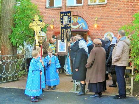 Крестный ход у Покровского храма в Хельсинки