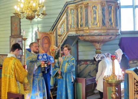 Великий Вход на праздничной литургии