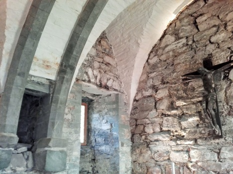 Часовня в средневековых стенах