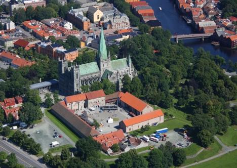 Собор Нидаросдомен  и архиепископский замок-резиденция