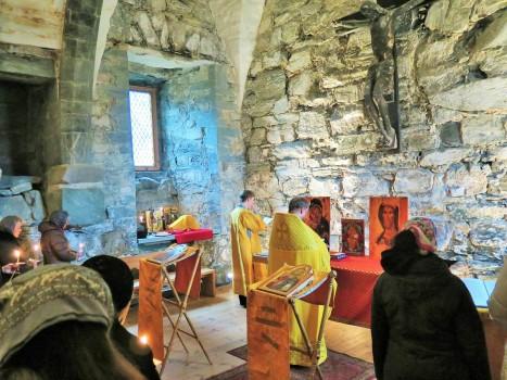 Божественная литургия в средневековой часовне