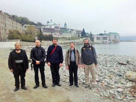 Часть паломнической группы на пешем переходе