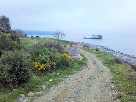 Корабль с паломниками у побережья Афона