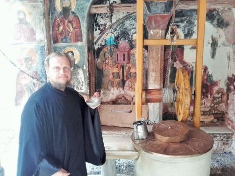 Водный источник в греческом монастыре Дохиар