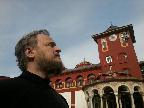 Храм в ограде Ватопедского монастыря