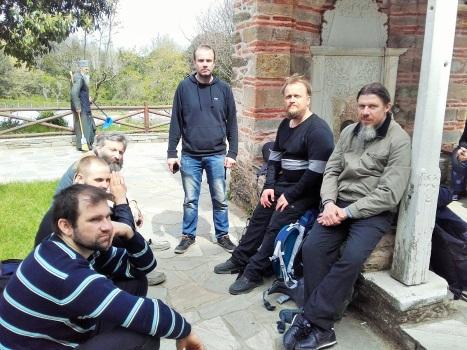 Паломническая группа у источника при греческом  монастыре Кутлумуш