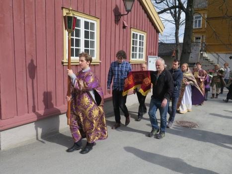 Крестный ход с Плащаницей в Великую Субботу