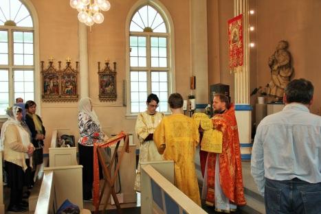 Великий вход на праздничном богослужении