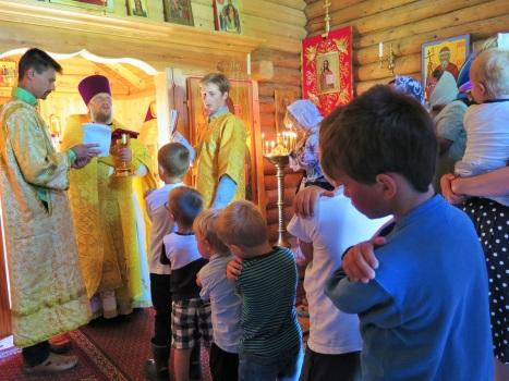 Причащение за праздничной литургией