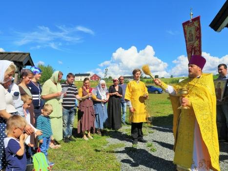 Крестный ход с величанием святому королю Олафу