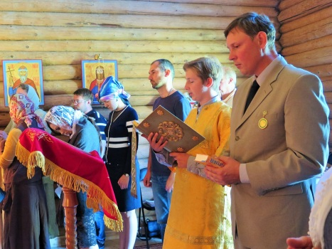 Чтение Апостола на норвежском и церковно-славянском