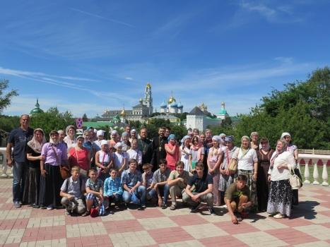 Паломническая группа в Сергиевом Посаде возле Лавры