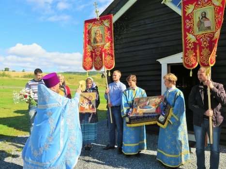Освящение новых икон святых равноапостольных Кирилла и Мефодия и святого царя Лазаря Сербского