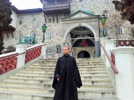 Иерей Александр во время паломничества в апреле 2016 года  - русский монастырь на Афоне, где совершилось Чудо явления светописанного образа Богородицы