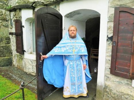 Вход в каменную крепостную часовню