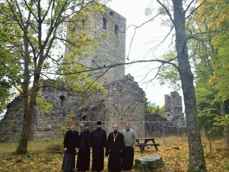 В древней Сигтуне у руин  храма святого Олафа