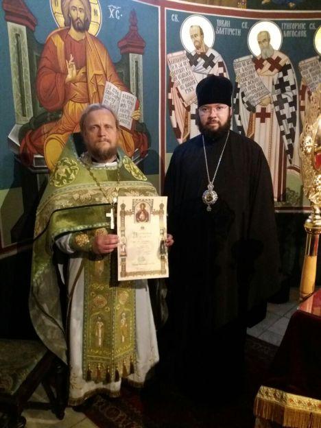 Владыка Антоний и иерей Александр в сербском храме Стокгольма