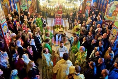 Соборное богослужение в сербском храме святого Саввы