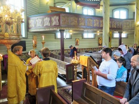 Чтение Евангелия на церковно-славянском языке